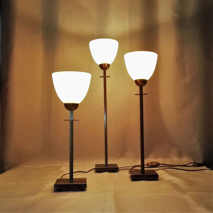 Comparable set of heavy table lamps in different heights with (special ball base!) (3) - Art Deco - Marbled heavy thick glass shades - Patinated bronze / brass