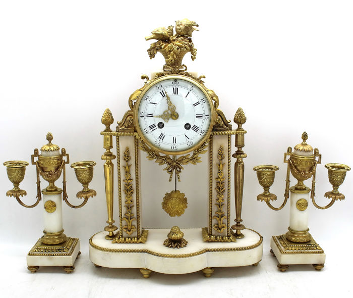Triptych - Pendulum Clock with Pair of Napoleon III Candelabra - In gilded bronze and marble - second half of the nineteenth century