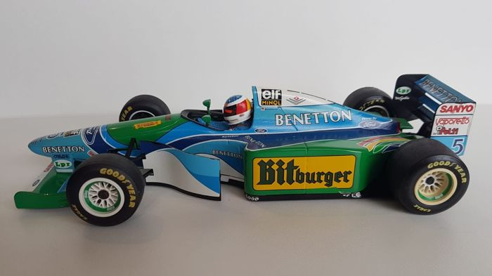 MiniChamps - 1:18 - Benetton-Ford-B194 Bitburger uit 1994 - Michael Schumacher