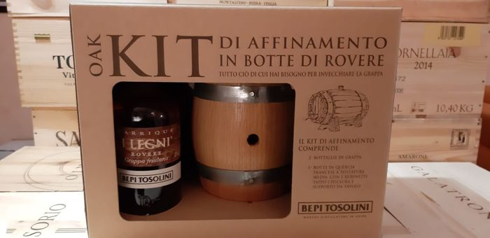 "Bepi Tosolini - Oak Kit Box - Oak Barrel and 2 Grappa ""I Legni"" - 0,7ltr - 2 bottiglie"