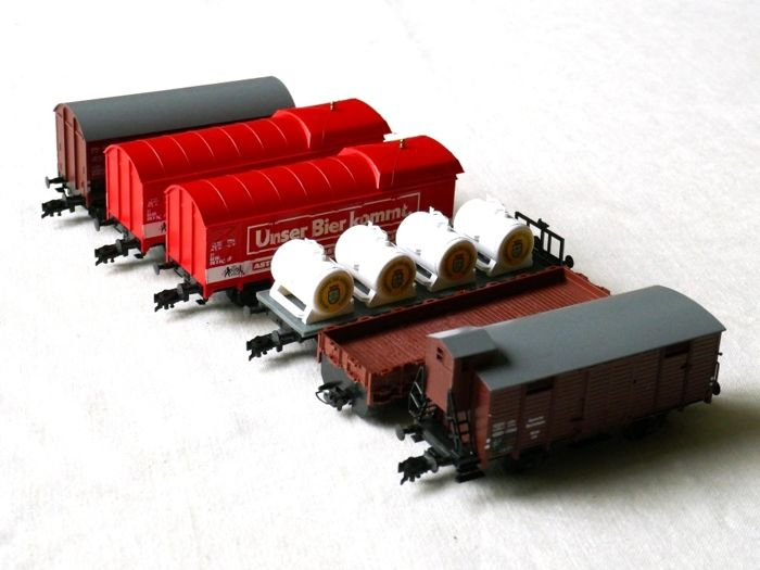 Liliput H0 - 25300/20510/20412/24150/22904 - Freight carriage - 5 different wagons - DB, DR (DDR)