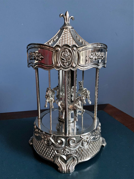 28 cm Large Silverplated moving horses carousel music box - silverplated - V.S. - Tweede helft 20e eeuw