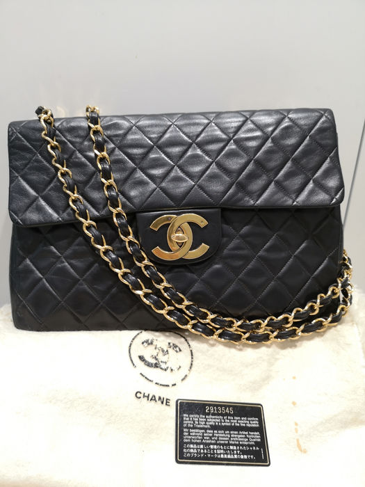 Chanel - Maxi Quilted Flap CC Lock  Gold Chain  Schoudertas