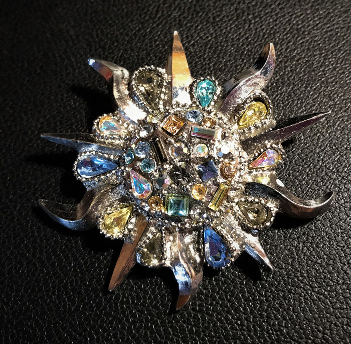 Christian Lacroix - collection Vintage Broche Hanger