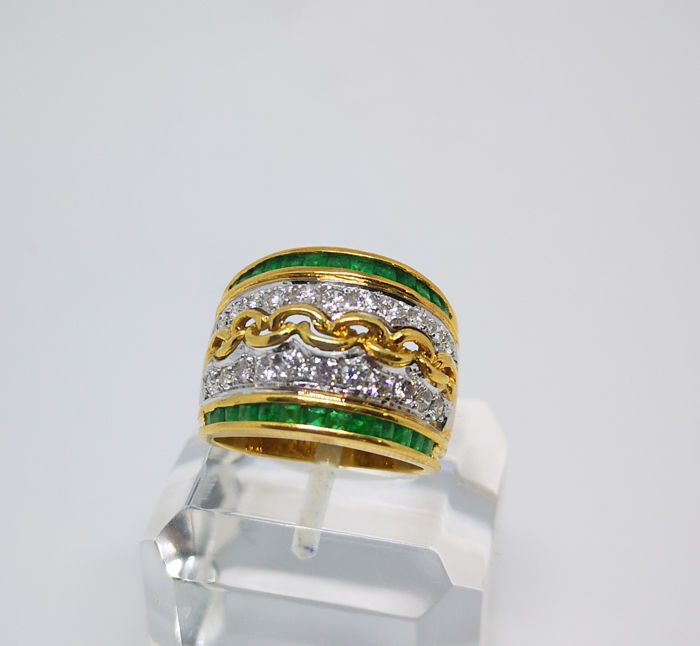 18 kt. Yellow gold - Ring diamonds and emeralds