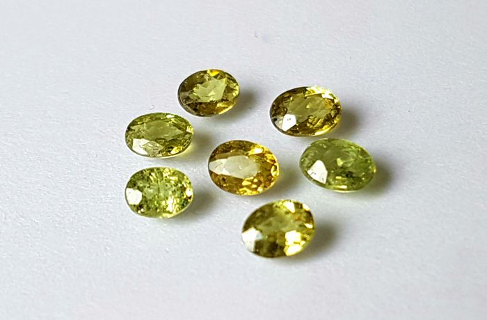 7 pcs  Demantoid - 1.35 ct