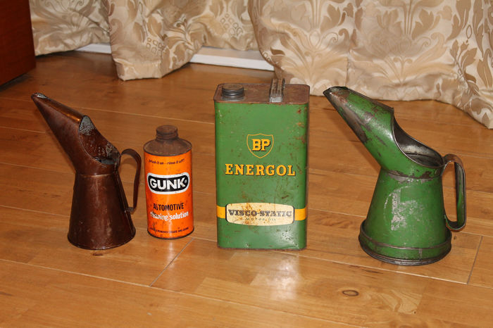 Oliekan - BP - A Collection of Vintage BP & Castrol Oil Jugs and Cans - 1940-1960