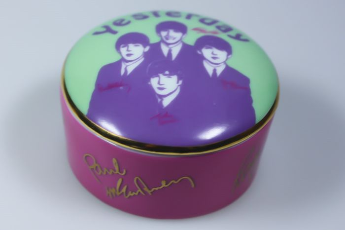 Franklin Mint - Apple - Music box music box The Beatles Yesterday - Porcelain plated