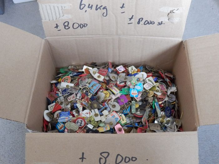 Very large Collection of advertising badges (8000) - Aluminium