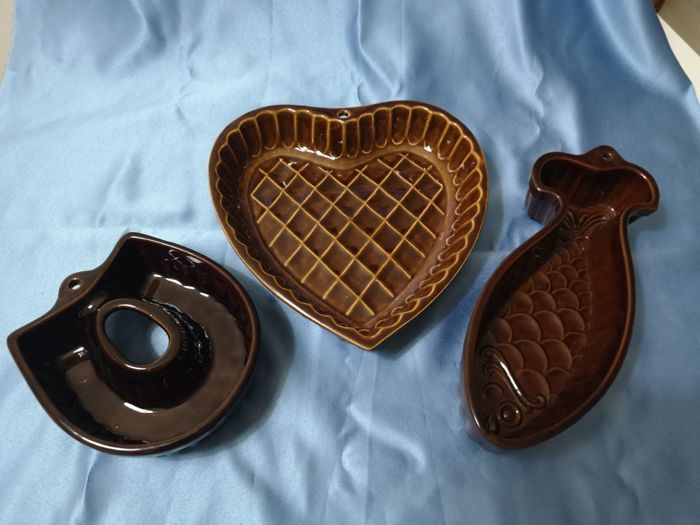 3 Ancient moulds for puddings - Ceramic