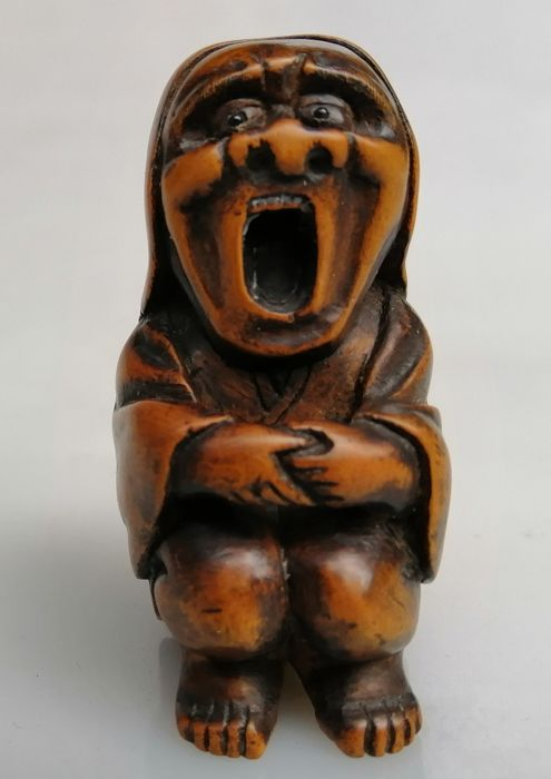 Netsuke - Wood - Buddhist figure - Yawning Daruma - Japan - Edo Period (1600-1868)