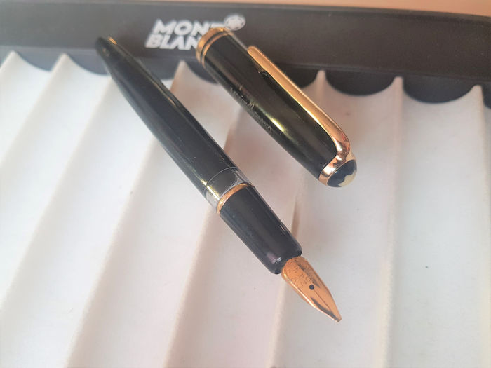 Montblanc - 254 - Fountain pen - 14k gold nib (B) - Black and gold