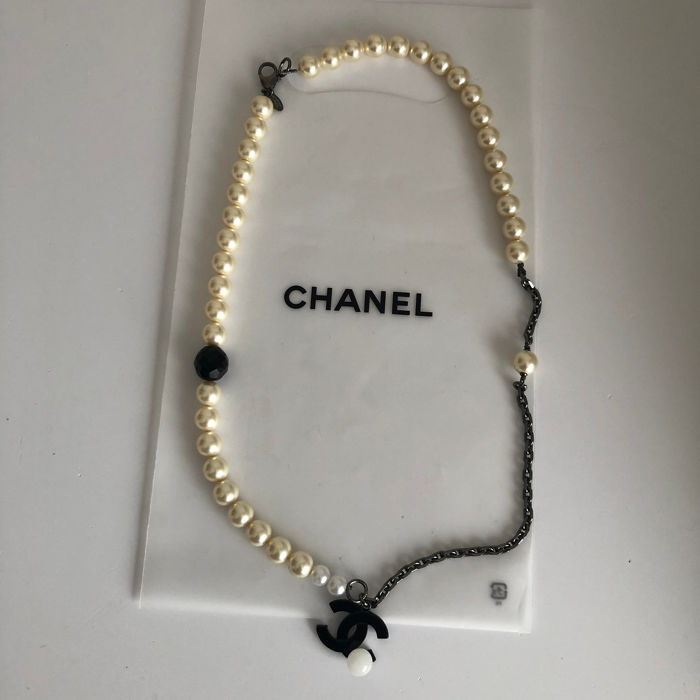 Chanel - beautiful necklace / bracelet with pearls - CC logo