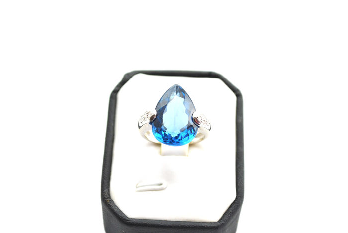 18 karaat Witgoud - Ring - 9.50 ct Topaas - Diamanten
