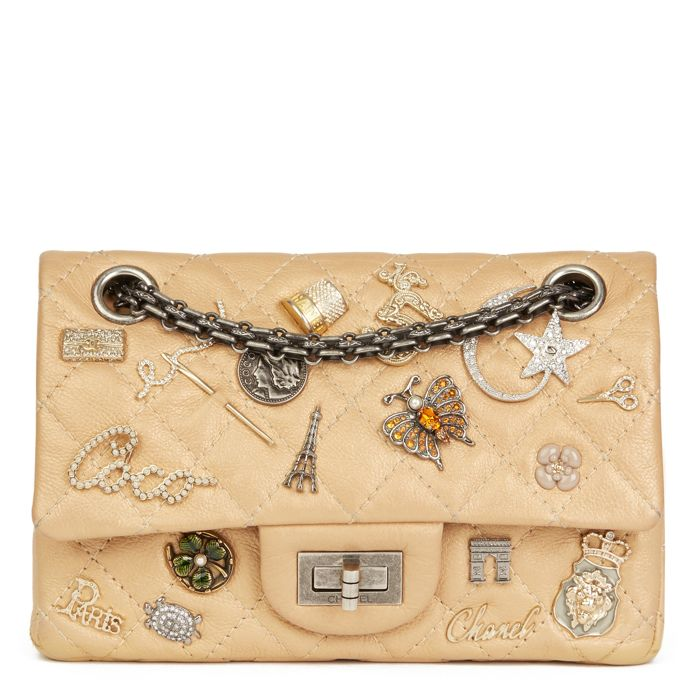 Chanel - Gold Aged Metallic Calfskin Leather Lucky Charms 2.55 Reissue 224 Double Flap Sac en bandoulière