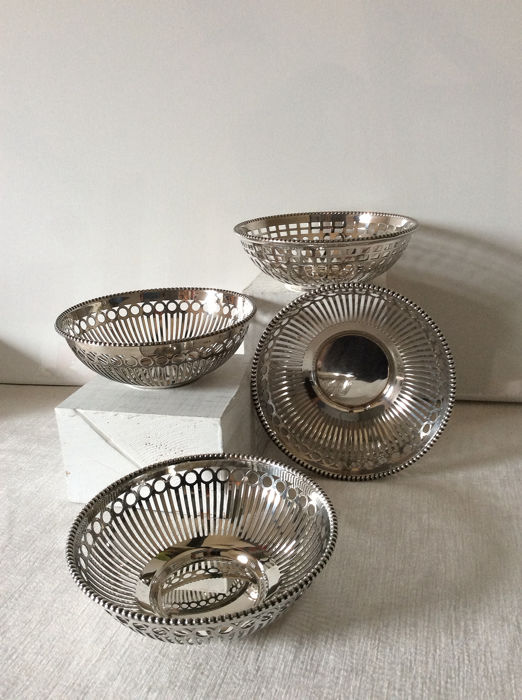 Four beautiful Keltum dishes. - Silverplate - Holland - Second half 20th century