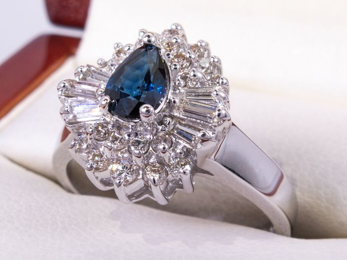 14 kt. Gold - 1.08ct - Diamond & blue sapphire ring