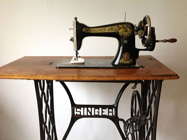 Outstanding Singer 15K Sewing Machine With Associated Parts And A Interior Design Ideas Oteneahmetsinanyavuzinfo