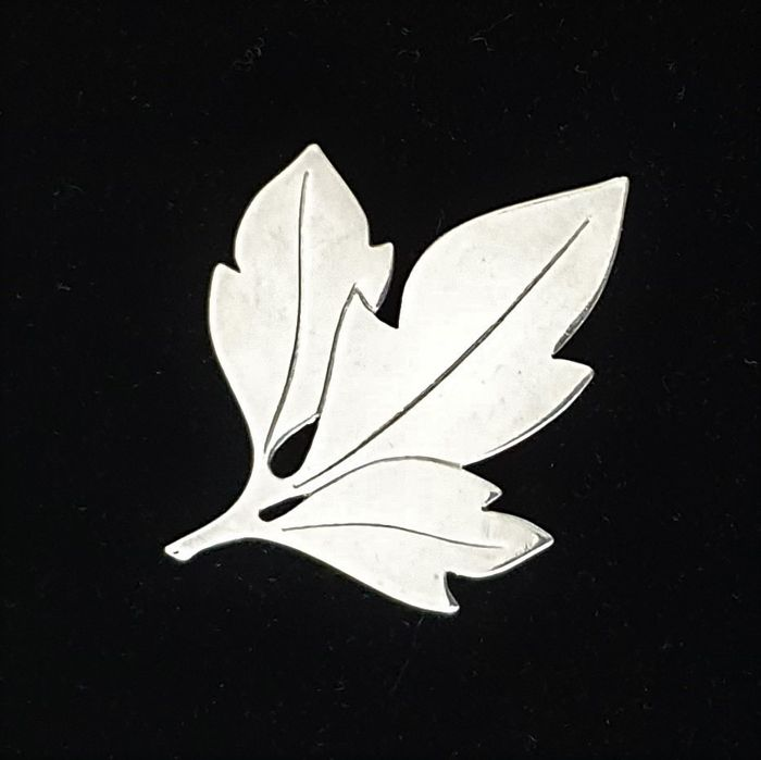 TK (Tonny Bjørn Klentz) - 835 Silver - Silver brooch in the shape of a leaf