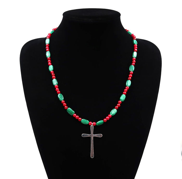 Pearl necklace with a smooth cross - Ruby, emerald