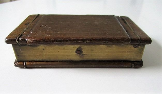 Snuff box in the shape of a book