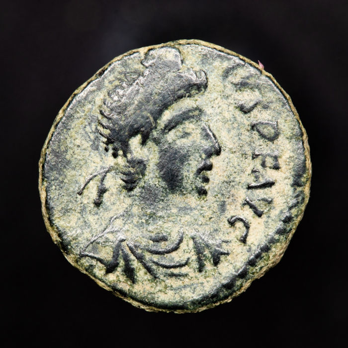 Empire romain - Nummus Theodosius I. 379-395 AD. VICTORIA AVGGG, two Victories facing each other, each holding wreath. - Bronze