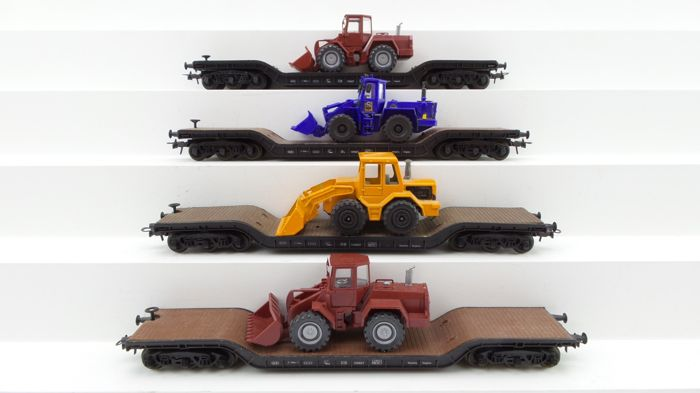 Roco H0 - 4351 - Freight carriage - 4 Low loaders loaded with work vehicles - DB