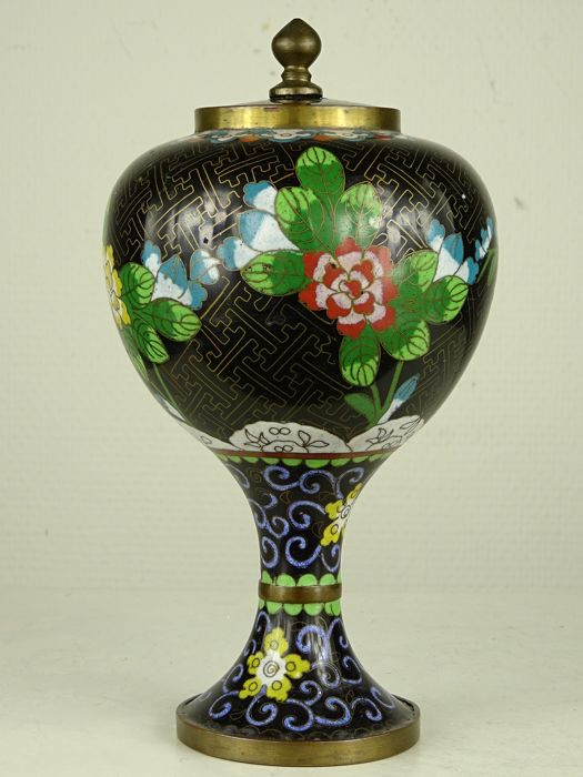 Pot met deksel te voet - Cloisonné emaille - China - Republieke periode (1912-1949)
