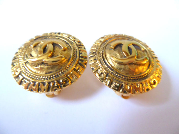 Chanel - Vintage and authentic Chanel CC clip earrings Oorbellen