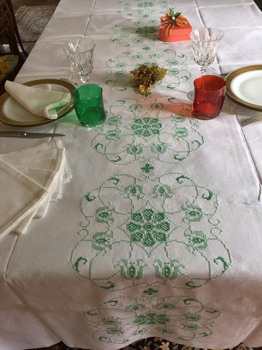 Hand embroidered tablecloth (7) - Cotton