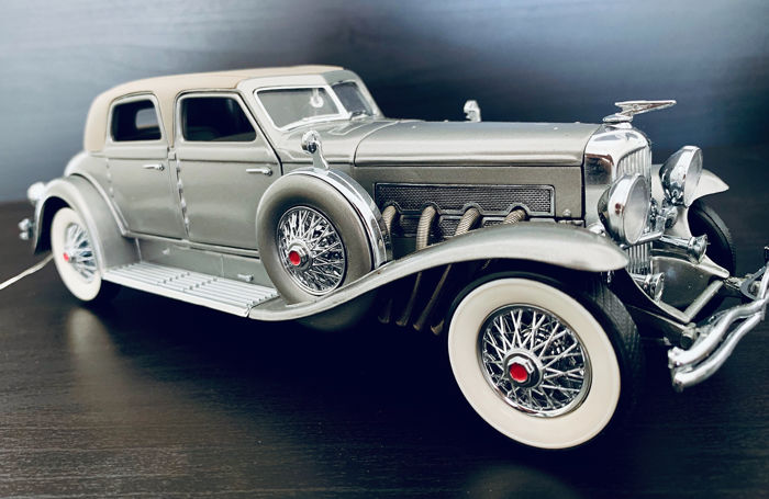 Franklin Mint - Luxurious Model of The Duesenberg SJ Twenty Grand  - In Unique All-Silver color, Comes in its original Packaging
