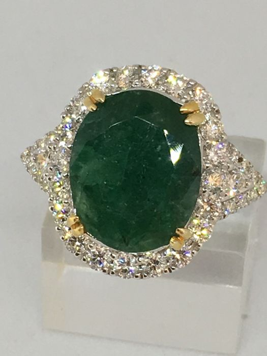 18 quilates Oro - Anillo - 6.25 ct Esmeralda - con 1.00ct Diamantes