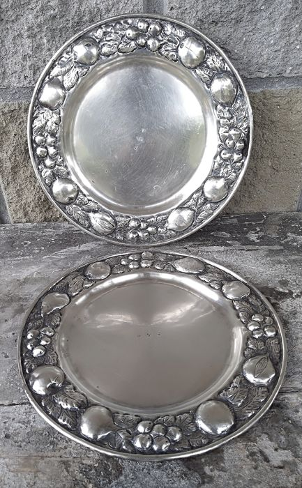Dish, pair hand chased  (2) - .800 silver - Historismus  - Germany - 1890 circa