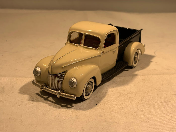 Auto Buff - 1:43 - Ford Pick Up