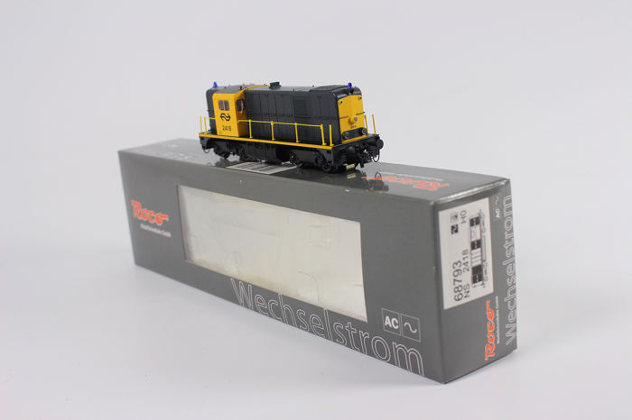 Roco H0 - 68793 - Diesel-hydraulic locomotive - Series 2400, digital, with A-front signal and blue beacons - NS