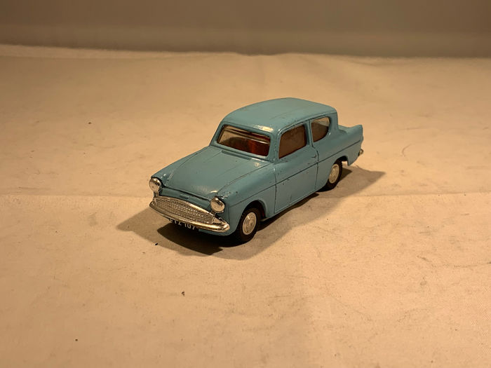 Spot On - 1:43 - Ford Anglia - Made in England