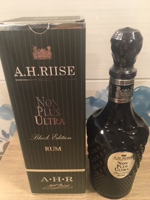 A.H. Riise - Non Plus Ultra Rum Black Edition 42% - 70cl