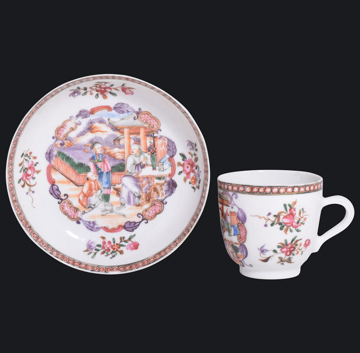 Mandarins pattern cup and saucer - Porcelain - China - Qianlong (1736-1795)