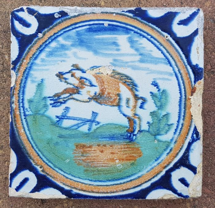 Rare circle tile with wild pig (1) - Earthenware