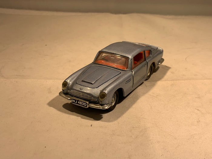 Dinky Toys - 1:43 - Aston Martin DB 6 - Made in England