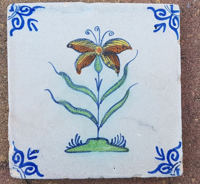 Antique tile with polychrome flower rare (1) - Earthenware