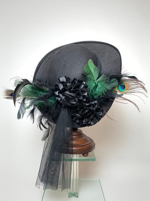 Vintage 1980's Feathers hat  - Feathers