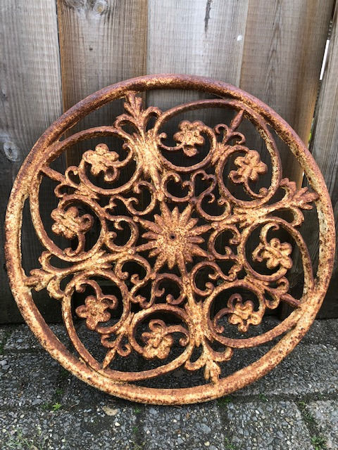 Schedule of probably round window in farmhouse - Cast iron - 20th century