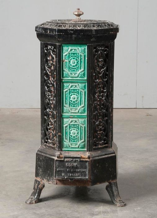 GODIN stove - Cast iron and earthenware - 1900-1930