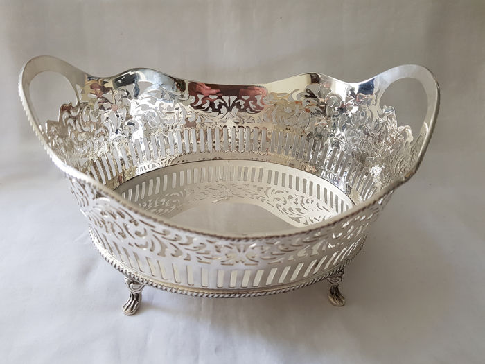 Heavy silvered bread basket on four feet with a cable border. (1) - heavy plated