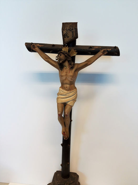 Spanish School - Crucifix, a living crucified Christ  (1) - polychrome wood, halo in gilded wood, metal INRI plate - early 19th Century