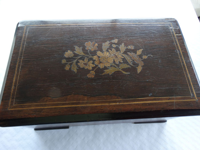 French music box early 20th century - Wood