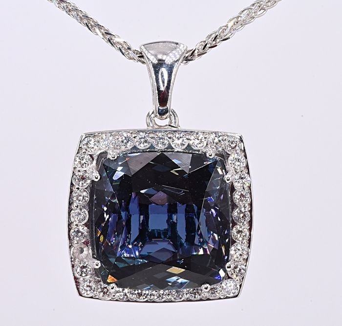 18 carats Or blanc - Collier - 15.12 ct GIA Tanzanite - Diamants