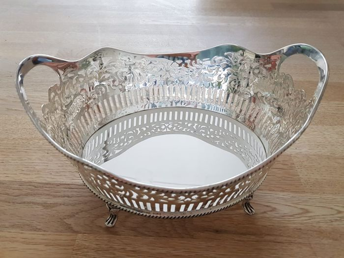 Heavy silvered Bread Basket With Rope motif on top and bottom standing on four feet (1) - Silvered