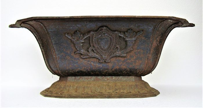 Cache Pot - Iron (cast/wrought) - Early 20th century